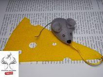 http://de.dawanda.com/shop/sonnenlicht Lesezeichen Käseblatt aus Filz mit Maus.