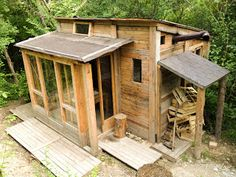 Off-grid DIY house in Italy, made of repurposed pallets, lumber, and windows. Beautiful!