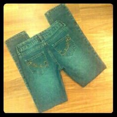 Girls skinny jeans Like new, girls size 8 skinny jeans with adjustable waist and cute design on back pockets Jeans Skinny
