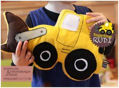 """Excavator / wheel loader cuddly pillow """"Rudi"""" (sewing instructions and pattern from DIY sh . Excavator / wheel loader cuddly pillow """"Rudi"""" (sewing instructions and sewing pattern from DIY shes Sewing Projects For Kids, Sewing For Kids, Homemade Stuffed Animals, Diy For Men, Kids Hands, Kids Corner, Sewing Accessories, New Kids, Harley Davidson Motorcycles"""