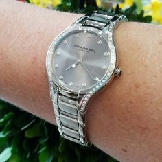We have some gorgeous ladies' watches in from the magnificent @raymondweil ! Isn't this one to die for?!  #schomburgs #jewelers #shoplocal #familybusiness #columbusga #watch #ladieswatch #timepiece #wristcandy #diamonds #are #forever #raymondweil #ticktock