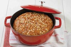 No-knead oat bread. Tender sandwich bread with a chewy crust, enhanced with whole wheat and oats. Artisan Bread Recipes, Flour Recipes, Cooking Recipes, Chef Recipes, Tortilla Recipes, Oven Cooking, Easy Cooking, Vegan Recipes, Bread Recipe King Arthur