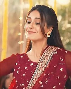 Pakistani Girls Pic, Beautiful Pakistani Dresses, Pakistani Bridal Wear, Girl Hand Pic, Iqra Aziz, Most Beautiful Bollywood Actress, Girl Hiding Face, Islamic Girl, Turkish Beauty