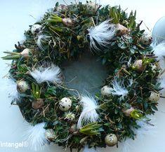Paaskrans buxus & veertjes van atelier tintangel