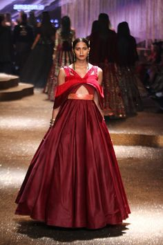 India Fashion Week, Africa Fashion, Indian Fashion, Spring Fashion, Indian Gowns, Indian Wear, Vogue India, Cocktail Gowns, Indian Couture