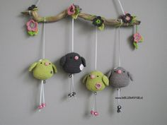 I love these birdies :) willewopsie: Nog meer vogeltjes. Crochet Birds, Love Crochet, Crochet For Kids, Felt Crafts Diy, Yarn Crafts, Sewing Crafts, Amigurumi Patterns, Crochet Patterns, Little Girl Gifts