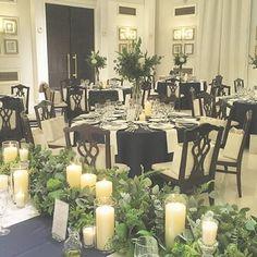 *simplify it* 披露宴会場ゲスト卓は高さのある装飾。 シルバー系のスモーキーグリーンで 青々としすぎないのがふたりの希望。…