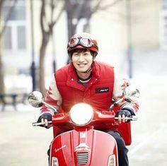 Pizza delivery Lee kwang soo in red as pizza man haha Ji Suk Jin, Yoo Jae Suk, Lee Kwangsoo, Running Man Korea, Kim Jong Kook, Kwang Soo, Guan Lin, Sungjae, Korean Actors