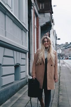 New years outfit featuring my favourite camel coat, a breton roll neck and the shopper beauty by Elizabeth & James http://jillepille.com/outfit-happy-new-year/ Fashion blogger | outfit | ootd