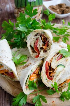 Lipii umplute cu hummus si legume coapte - Din secretele bucătăriei chinezești Shawarma, Fajitas, Nachos, Fresh Rolls, Vegan, Ethnic Recipes, Tortillas, Food, Meal