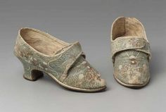 Pair of women's buckle shoes  European, 1770–1780s   Accession Number   44.490a