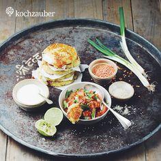 Aloo Tikki mit Sesam, Balsamico-Linsensalat und Limettenjoghurt aus unserer Original #Kochbox. Jetzt bei #Kochzauber sichern unter https://www.kochzauber.de/catalog/category/Original?wmc=1668&utm_medium=social_media&utm_source=pinterest&utm_campaign=1668&utm_content=kw10_kochboxn%C3%A4chstewoche_20150224