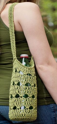 Green Water-Bottle Holder.  Pam Thompson.  Crochet water-bottle holder.  Crochet bag.  Crochet One-Skein Wonders.  Judith Durant & Edie Eckman.  Kindle.  8 ply 226m/ 100g x 1/2.