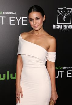Emmanuelle Chriqui at Hulu at Arclight Cinemas Hollywood Accessories Hearts On Fire Emmanuelle Chriqui, Beautiful People, Beautiful Women, Elegant Sophisticated, Fire Heart, Tights Outfit, Celebs, Celebrities, Quebec
