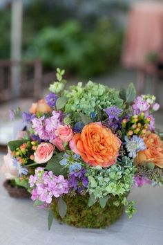 garden style centerpiece - very nice floral arrangement Beautiful Flower Arrangements, Floral Arrangements, Beautiful Flowers, Deco Floral, Arte Floral, Floral Design, Bouquet Champetre, Fleur Design, Hydrangea Flower