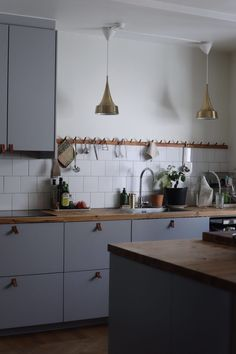 Kitchen Time, Kitchen Dining, Kitchen Cabinets, Dining Room, Dream Apartment, Sweet Home, Table, House, Furniture