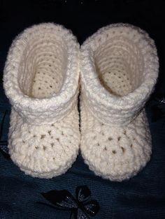 Ravelry: Bootifull Shoes pattern by Emma Stonehttps://app.box.com/s/9a7qxo1gxz376caorl3tyqhmq4rr22mo