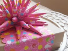 """""""I have been looking for the directions for these! I used to make them as akid :)"""" ~ ArtMind: Guest post: Tutorial: How to Make a Paper Spike Bow Christmas Bows, Christmas Gift Wrapping, Wrapping Paper Bows, Creative Gift Wrapping, Wrapping Ideas, Gift Bows, Bows For Gifts, Diy Gifts, Handmade Gifts"""