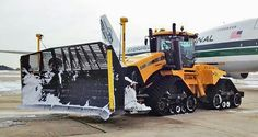 (USA) Airport snow plow