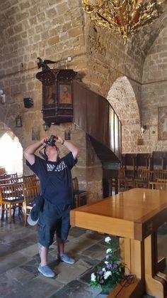 Frank fotografiert das Innere der Ayia Kyriaki Chrysopolitiss in Paphos, Zypern