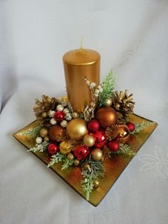 172 trend simple rustic winter christmas centerpiece page 54 Christmas Flower Decorations, Christmas Floral Arrangements, Christmas Table Centerpieces, Christmas Flowers, Christmas Candles, Winter Christmas, Christmas Wreaths, Deco Table Noel, Xmas Crafts