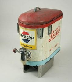 "Selmix Postmix Dispenser ""Say Pepsi Please""; Single swivel tap, with Pepsi handle; Item was passed Vintage Coca Cola, Pin Up Vintage, Vintage Signs, Vintage Ads, Vintage Items, Mountain Dew, Ginger Ale, Victorian Dollhouse, Soda Machines"