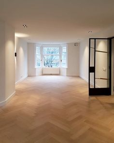 Herringbone in project in Old South - Living Room Inspiration, Home Decor Inspiration, My Living Room, Home And Living, Modern Interior Design, Interior And Exterior, Floor Design, Home Hacks, Style At Home