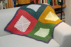 gonna try this ... Quadrant Blanket (pattern) is a simple granny square blanket that is easy to make. Crochet Quilt Pattern, Crochet Squares, Crochet Blanket Patterns, Crochet Blankets, Crochet Afgans, Crochet Yarn, Free Crochet, Crochet Granny, Granny Square Blanket