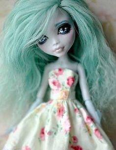 OOAK Custom Monster High doll - Lagoona Blue - by UNNiEDOLLS rerooted repainted