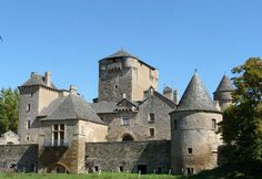 le château de Bourines Bertholène Aveyron.