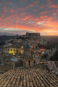 Alba su Ragusa Ibla - Sicilia