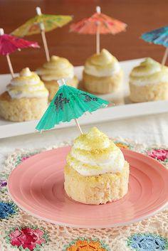 Piña Colada Cupcakes #cupcake #recipe