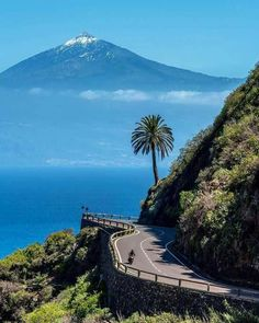 Tenerife desde la gomera 🌟🌟🌟 Reposted from . Places To Travel, Places To Visit, Spanish Islands, Island Beach, Spain Travel, Beautiful Landscapes, Land Scape, Wonders Of The World, Travel Inspiration