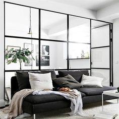 Special tilpassede industrielle skillevægge af glas, i bedste New York loft-style. Opmåling, levering og montering af din drømmeløsning - Se priser her!