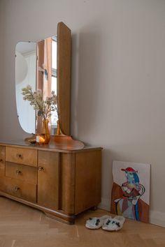 Sisustusstailisti Pinja Forsmanin koti on ihana yhdistelmä design-klassikoita ja kirpparilöytöjä. Koti, Album, Cabinet, Bedroom, Storage, Homes, Interiors, Furniture, Design