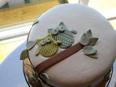 Super cute!  I'm falling in love with Owls.  This fondant cake is adorable....