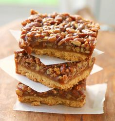 It's #NationalPecanPieDay! 😀 These Maple Pecan Pie Bars have absolutely no corn syrup! Easier than traditional pecan pie, but just as delicious! 😋 #YUM! Get the printable #recipe now! 😍 #PecanPieDay