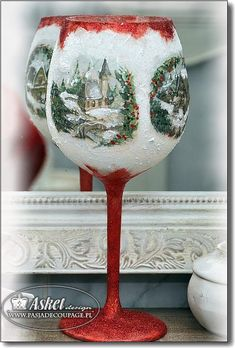 Wine Glass Crafts, Wine Bottle Crafts, Bottle Art, Christmas Mantels, Christmas Crafts, Christmas Ornaments, Christmas Bunting, Christmas Dishes, Homemade Christmas