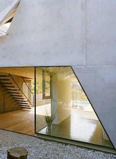 Die über beide Ebenen mögliche Erschließung würde auch eine Teilung des Hauses erlauben   Caramel ©Hertha Hurnaus, Wien