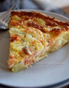 Potato and salmon pie www. Fish Recipes, Seafood Recipes, Cooking Recipes, Quiches, Omelettes, Salmon Pie, Tapas, Salty Foods, Food Inspiration