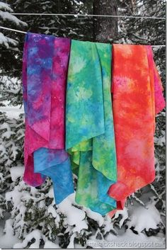 """""""The cold temperture provided by the snow cause the dye molecules to slow down their ability to attach to the fabric giving the dye time to separate into their original colors if your using a mixed dye, not a pure dye. Fabric Painting, Fabric Art, Paint Fabric, Wool Fabric, Diy Projects To Try, Craft Projects, How To Dye Fabric, Dyeing Fabric, Dyeing Yarn"""