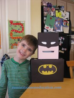 Batman Valentine Box- of maybe a gift card box for a wedding? Valentine Day Boxes, Valentines Day Party, Valentines For Kids, Valentine Day Crafts, Holiday Crafts, Holiday Fun, Batman Valentine, Valentine Ideas, Valentines Card Holder