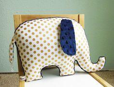 Doré décor oreiller éléphant pépinière or métallique par bakerbaby