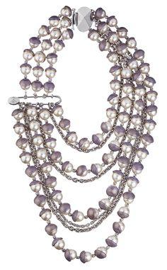 Collar de cuentas de cristal Dior Poudrée, de varias vueltas y cierre lateral.  FotografÍa: © Cortesía de Dior.    Camille Miceli para Dior.  http://www.vogue.es/articulos/las-joyas-de-camille-miceli-para-dior/15829#