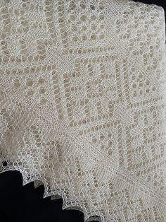 Для вязания платка можно использовать любую тонкую пряжу 800-1500 м. в 100 г. В зависимости от пряжи вес и размер платка будет варьироваться.