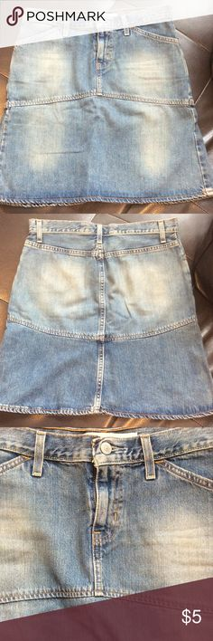 """Gap Jean skirt Gap Jean skirt, size 4, worn a few times, no rips, tears, or pulls, 16 inch flat waist, 19.5 inches from top to bottom of skirt, hit me right above knee and I'm 5'7""""! GAP Skirts"""