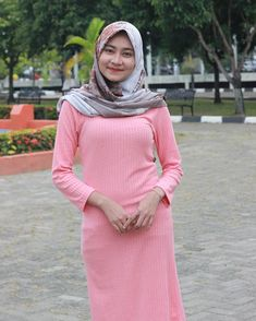 Islamic Girl, Muslim Dress, Girl Hijab, Hijab Chic, Beautiful Hijab, Hijab Fashion, High Neck Dress, Photo And Video, Sexy
