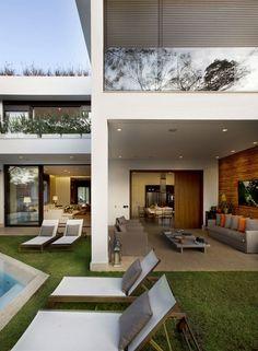 Casa no Morumbi / Nigri + Albuquerque #facade #outdoor #yard #living #terrace #decor #pool