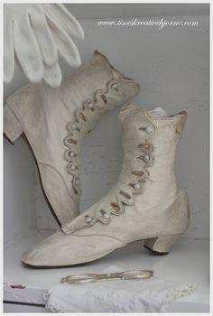 vintage boots Vintage Gowns, Shabby Vintage, Vintage Outfits, Shabby Chic, Vintage Clothing, Vintage Dress, Edwardian Shoes, Victorian Shoes, Victorian Fashion