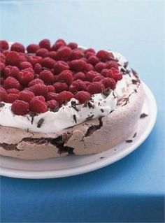 Chocolate Raspberry Pavlova from Nigella   - yum! Absolute favorite! http://www.enjoythegoodlife.nl
